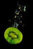 sjunkande vatten för kiwi royaltyfri fotografi