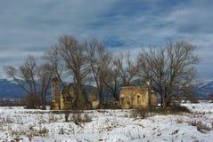 Sjunken kyrka, Koprinka fördämning, Bulgarien arkivfoton