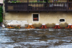 Sjunken restaurang under floder Arkivfoton