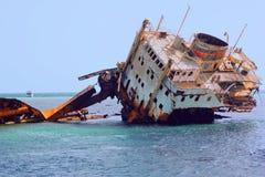 Sjunket skepp i havet Arkivfoton