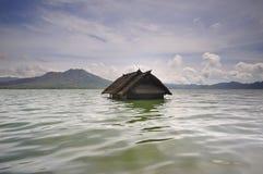Sjunkit hus i sjöbatur, Bali Arkivfoto