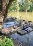 Sjunkna fartyg på floden Tisza Arkivbilder