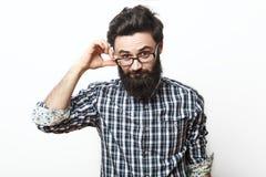 Skäggig affärsman för ung nerd som trycker på hans exponeringsglas arkivfoton