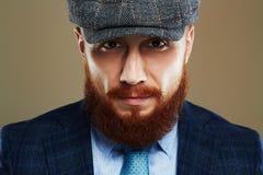 skäggig man Hipsterpojke Stilig man i hatt Brutal man med det röda skägget Fotografering för Bildbyråer