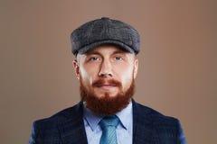 skäggig man Hipsterpojke Stilig man i hatt Brutal man med skägget Royaltyfri Foto