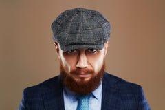 skäggig man Hipsterpojke Stilig man i hatt Brutal man med skägget Fotografering för Bildbyråer