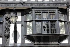 Skälla fönstret i Tudor byggnad. Chester. England Fotografering för Bildbyråer