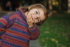 skämtsam gullig flicka Royaltyfria Foton
