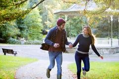 Skämtsamma Autumn Walk Arkivbild