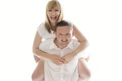 Skämtsamma skratta romantiska par Royaltyfria Foton