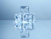 skära i tärningar is Arkivfoto