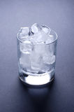skära i tärningar glass is Arkivfoto