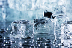 skära i tärningar issmältning Arkivfoton