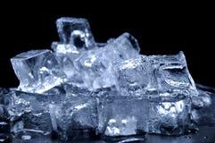 skära i tärningar issmältning Royaltyfria Foton