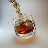 skära i tärningar iswhiskey Royaltyfria Bilder