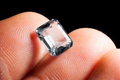 Skäraren visar gemstonediamanten Royaltyfri Fotografi