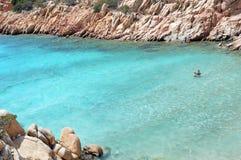 Skärgård Maddalena, strand för Caprera ö, Cala Coticcio Himmel på jord Royaltyfri Bild