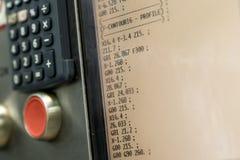 Skärm av den programmerbara maskinen med den stora röda knappen Grund DOF Arkivfoton