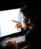 skärm för främre man för dator Arkivbild