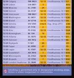 Skärm för schema för Amsterdam Schiphol flygplatsflyg Arkivfoton