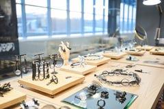 Skärm för smyckenlager arkivbild
