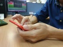 Skärm för telefon för kontorsmanhandlag smart Fotografering för Bildbyråer