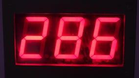 Skärm med röda tre-siffra nummer lager videofilmer