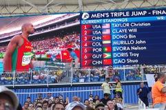Skärm med resultat av mäns finalen för trefaldiga hopp på OS:er Rio2016 Arkivbilder