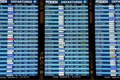 Skärmar för skärm för schema för information om om flygbolagflygankomst och avvikelser royaltyfria bilder