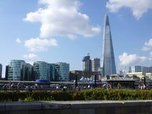 Skärvan och de moderna byggnaderna i London Fotografering för Bildbyråer