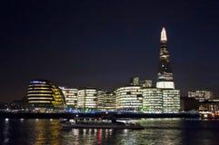 Skärvastadshuset på natten, London, UK royaltyfria foton