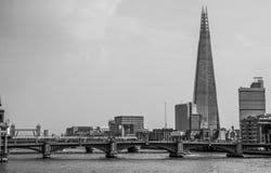 Skärvatornet i London - sikt från milleniumbron - LONDON - STORBRITANNIEN - SEPTEMBER 19, 2016 Royaltyfria Foton