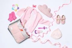 Skład z macierzyńskimi torby i dziecka akcesoriami na białym tle obraz stock