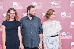 Skådespelare Aggeliki Papoulia, Ariane Labed och Yorgos Lanthimo Royaltyfria Bilder