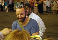 Skådespelare Chris O'Dowd Signing Autographs Arkivfoton