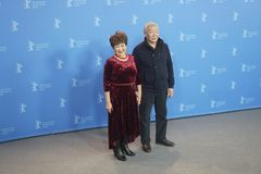 Skådespelare Mikhail Aprosimov och Feodosia Ivanova under den 68th Berlinalen Arkivfoton