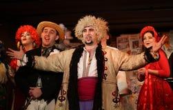 skådespelarefolken utför showukrainare royaltyfri fotografi