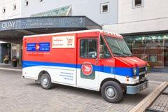 Skåpbil för leverans för Kanada stolpepost Fotografering för Bildbyråer