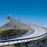 Skåpbil som stiger ned i en panorama- rutt arkivfoto
