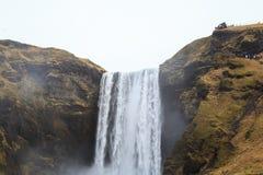 Skógafoss vattenfall i sydliga Island Arkivfoton