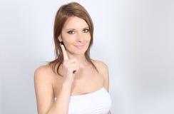 Skóry opieka - Piękna kobieta stosuje moisturizer na jej twarzy Fotografia Stock