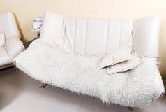 skórzane sofa nowoczesnego spadła white Fotografia Royalty Free