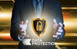Sköld för affärsmanföretagsuppgiftskydd Arkivbild