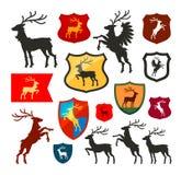 Sköld med hjortar, ren, fullvuxen hankronhjortvektorlogo Vapensköld fastställda symboler för heraldik stock illustrationer