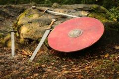 Sköld och svärd Arkivfoto