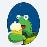 Sköldpadda som har ett öl Royaltyfria Bilder
