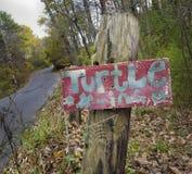 Sköldpaddakorsning tecken fotografering för bildbyråer