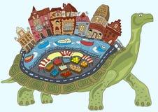 Sköldpaddastad på baksidan av en saga Arkivbilder