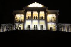 Skönhet av arkitektur på natten på en hög kulle Royaltyfri Bild