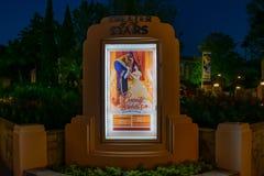 Skönhet och fäshowtiderna undertecknar i Hollywood studior på Walt Disney World arkivfoton